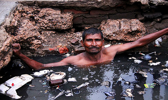 घातक-गंदगी-भारत-में-मैनुअल-स्कैवेंजिंग-समस्या-पर